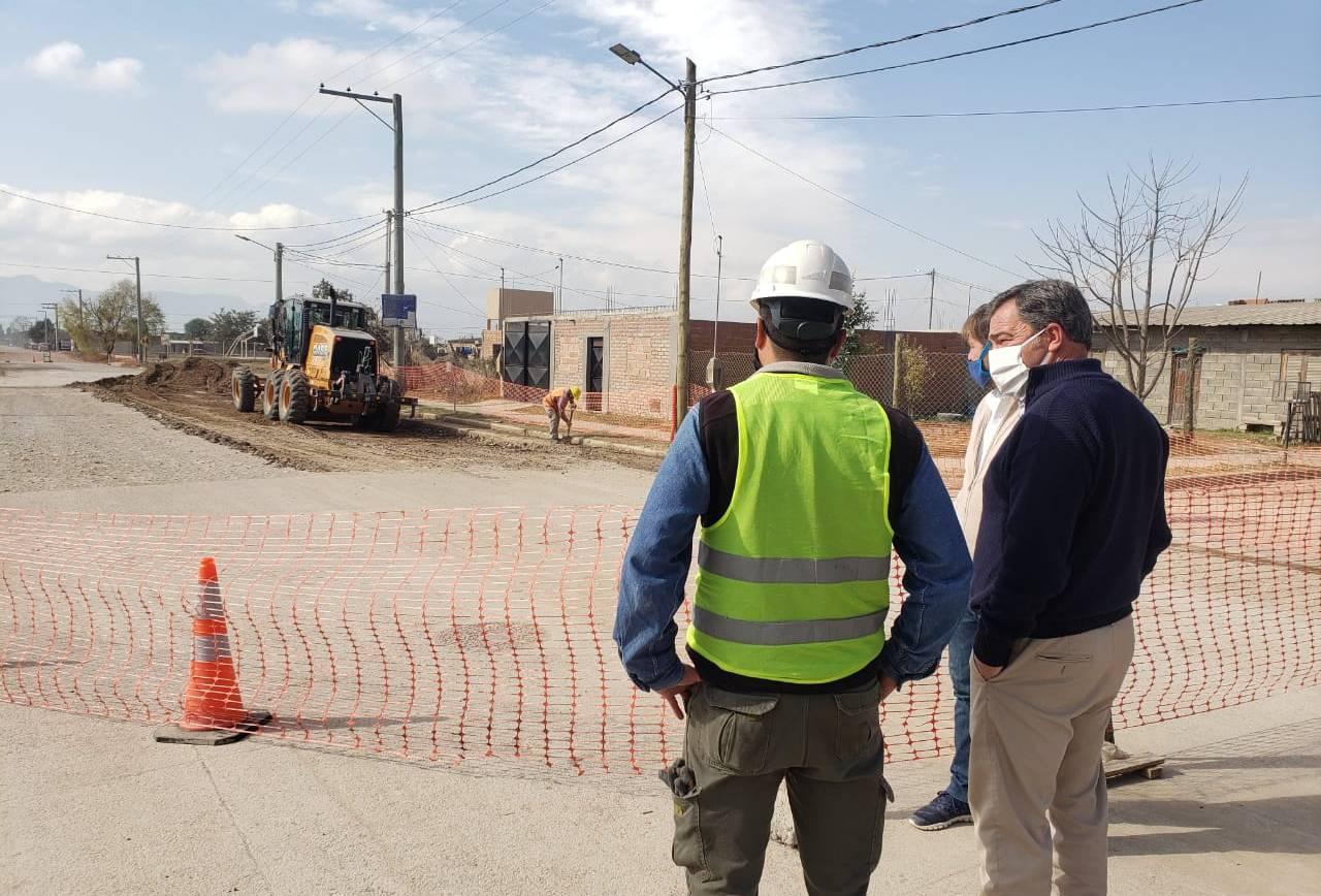 Iniciaron los trabajos de pavimentación en la Avenida Ara San Juan
