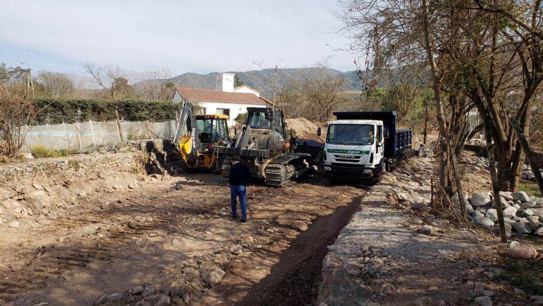 Limpieza y encauzamiento del arroyo innominado en Villa San Lorenzo