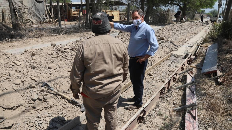 Avanza la construcción del cordón cuneta en la calle Juan Carlos Dávalos