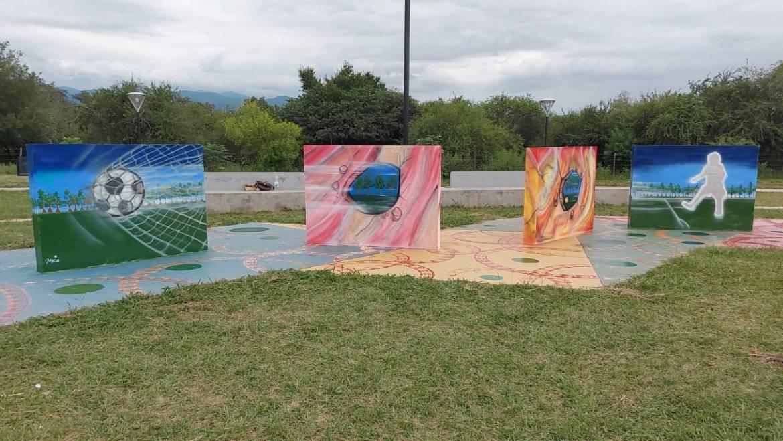 Jóvenes sanlorenceños pintaron murales en la Plaza del Deporte