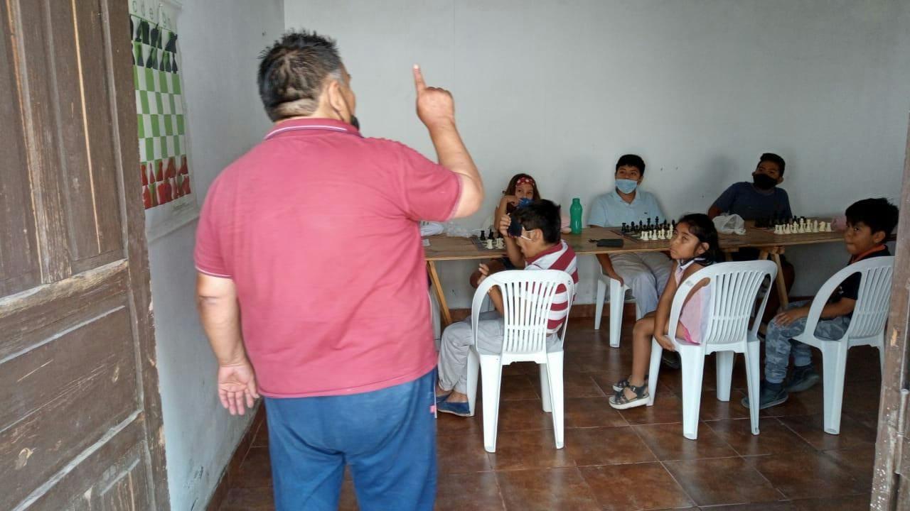 Comenzaron las clases de ajedrez en la ciénaga